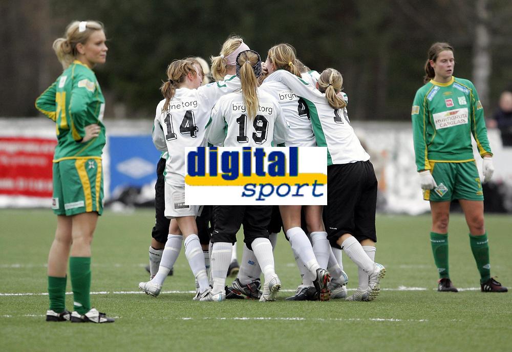 Fotball<br /> Kvalifisering for spill i Toppserien<br /> 05.11.2006<br /> Mangelrud/Star v Klepp 0-1<br /> Foto: Morten Olsen, Digitalsport<br /> <br /> Klepp jubler for Monica Torlands vinnerm&aring;l