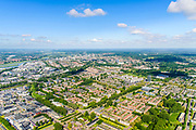 Nederland, Gelderland, Arnhem, 29-05-2019; de wijk Presikhaaf - midden met gedeeltelijk rode pannen - gezien van het Oosten, richting centrum Arnhem met Nederrijn. Winkelcentrum midden rechts, bij witte flatgebouwen op een rij en de torenflat. <br /> The Presikhaaf district - in the middle with partially red roof tiles - seen from the East.<br /> luchtfoto (toeslag op standard tarieven);<br /> aerial photo (additional fee required);<br /> copyright foto/photo Siebe Swart