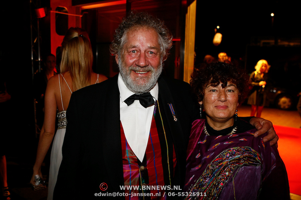 NLD/Amsterdam/20091121 - JFK Great men of the Year Gala 2009, Chiem van Houweningen en partner Marina de Vos