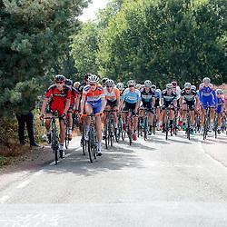 30-09-2016: Wielrennen: Olympia Tour: Zutphen  <br />ZUTPHEN (NED) wielrennen  <br />Overijsselse inbreng op kop van het peloton met Pascal Eenkhoorn (Hasselt) en Daan Schouten (Almelo)