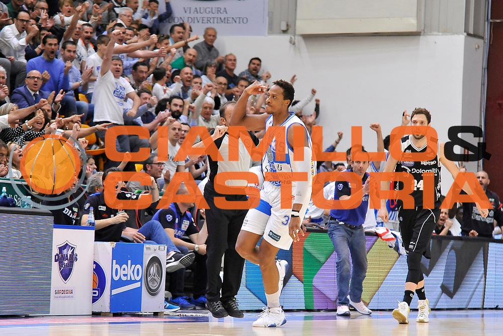 DESCRIZIONE : Campionato 2014/15 Dinamo Banco di Sardegna Sassari - Dolomiti Energia Aquila Trento Playoff Quarti di Finale Gara3<br /> GIOCATORE : Kenneth Kadji <br /> CATEGORIA : Esultanza <br /> SQUADRA : Dinamo Banco di Sardegna Sassari<br /> EVENTO : LegaBasket Serie A Beko 2014/2015 Playoff Quarti di Finale Gara3<br /> GARA : Dinamo Banco di Sardegna Sassari - Dolomiti Energia Aquila Trento Gara3<br /> DATA : 22/05/2015<br /> SPORT : Pallacanestro <br /> AUTORE : Agenzia Ciamillo-Castoria/C.Atzori