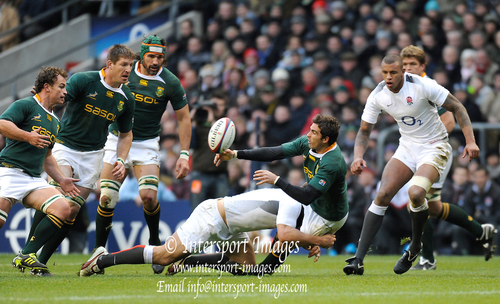 Twickenham; GREAT BRITAIN;  Ryan PIENAAR, passes the after the tackle during the Investec Challenge Series; England vs South Africa; Autumn International at Twickenham Stadium; Surrey on Saturday - 27/11/2010[Mandatory Credit; Photo, Peter Spurrier/Intersport-images]
