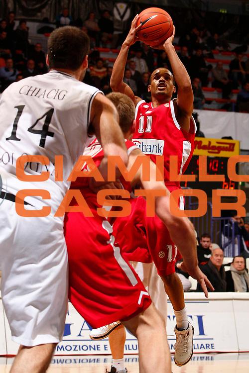DESCRIZIONE : Bologna Eurolega 2007-08 VidiVici Virtus Bologna Olympiacos Pireo <br /> GIOCATORE : Lynn Greer <br /> SQUADRA : Olympiacos Pireo <br /> EVENTO : Eurolega 2007-2008 <br /> GARA : VidiVici Virtus Bologna Olympiacos Pireo <br /> DATA : 03/01/2008 <br /> CATEGORIA : Tiro <br /> SPORT : Pallacanestro <br /> AUTORE : Agenzia Ciamillo-Castoria/S.Silvestri