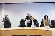 Het college neemt plaats in de zittingszaal. In Utrecht wordt bij het College voor Rechten van de Mens een zitting gehouden over Zwarte Piet. Een Utrechtse moeder vindt Zwarte Piet discriminerend en wil dat een basisschool in Utrecht de hulp van Sinterklaas volledig uit het onderwijsaanbod haalt.<br /> <br /> In Utrecht at the College of Human Rights a hearing is held about Zwarte Piet (Black Pete). A Utrecht mother takes Zwarte Piet discriminatory and wants a primary school in Utrecht to remove the help of Sinterklaas completely from the curriculum.