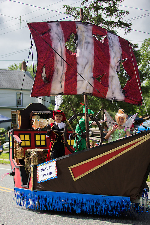 Pitman 4th of July Parade at Broadway in Pitman, NJ on Thursday July 4, 2013. (photo / Mat Boyle)