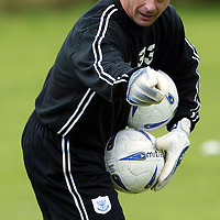 Former Livingston keeper Alan Main who was released by the club, now back training with his old club St Johnstone, where he is combining getting fit after his neck operation with coaching Kevin Cuthbert and Craig Nelson.<br />