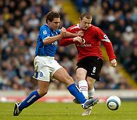 Fotball<br /> Premier League England<br /> 2004/2005<br /> 16.10.2004<br /> Foto: SBI/Digitalsport<br /> NORWAY ONLY<br /> <br /> Birmingham City v Manchester United<br /> <br /> Manchester United's Wayne Rooney (R) wrestles with Birmingham's David Dunn for possession.