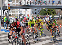 Semi-professional cycle racing, San Pedro de Alcantara, Marbella, Malaga, Province, Spain, March 2015. Spectators watch from the elevated pedestrian walkway along the new Bulevar aka Boulevard. 201503140595<br />