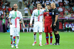 21.06.2012, Nationalstadion, Warschau, POL, UEFA EURO 2012, Tschechien vs Portugal, Viertelfinale, im Bild CRISTIANO RONALDO (C), PRETESJE SEDZIA HOWARD WEBB (P) // during the UEFA Euro 2012 Quarter Final Match between Czech Republic and Portugal at the National Stadium Warsaw, Poland on 2012/06/21. EXPA Pictures © 2012, PhotoCredit: EXPA/ Newspix/ Michal Stanczyk..***** ATTENTION - for AUT, SLO, CRO, SRB, SUI and SWE only *****