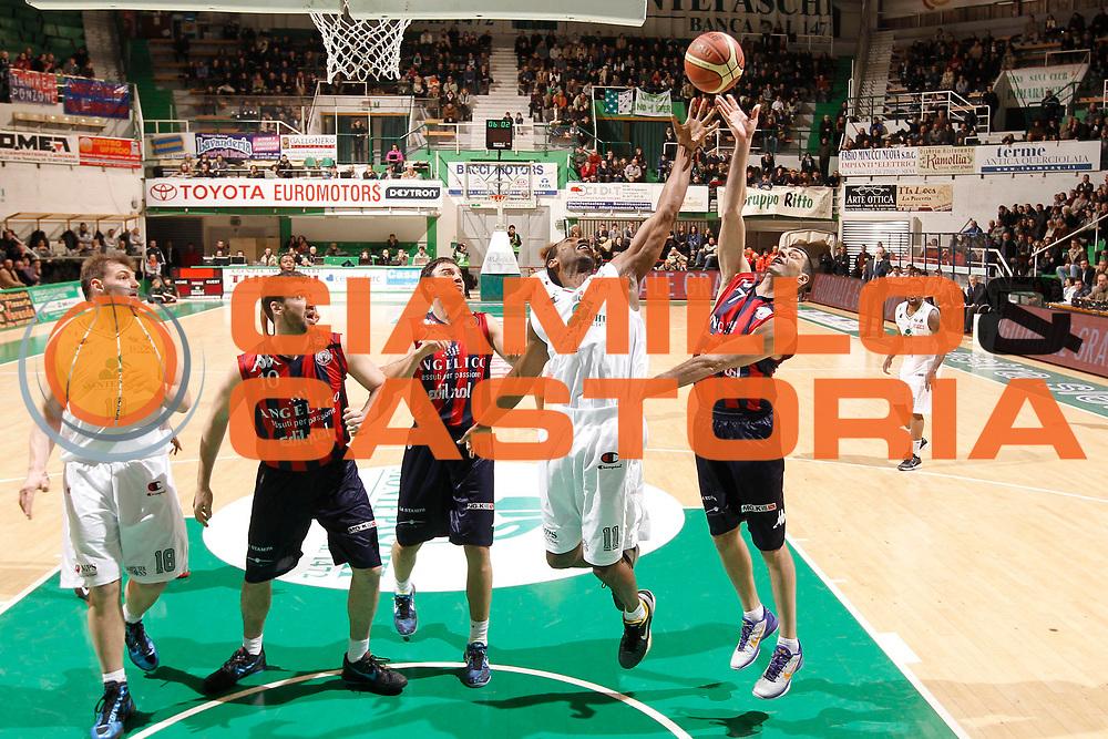 DESCRIZIONE : Siena Lega Basket A 2011-12  Montepaschi Siena Angelico Biella<br /> GIOCATORE : Bootsy Thornton Matteo Soragna<br /> CATEGORIA : tiro difesa rimbalzo<br /> SQUADRA : Montepaschi Siena Angelico Biella<br /> EVENTO : Campionato Lega A 2011-2012 <br /> GARA : Montepaschi Siena Angelico Biella<br /> DATA : 12/02/2012<br /> SPORT : Pallacanestro  <br /> AUTORE : Agenzia Ciamillo-Castoria/ P.Lazzeroni<br /> Galleria : Lega Basket A 2011-2012  <br /> Fotonotizia : Siena Lega Basket A 2011-12 Montepaschi Siena Angelico Biella<br /> Predefinita :