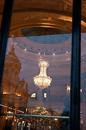 = reflection on the hotel de paris windows,  Monaco  Monaco   /// reflet sur les fenetre de l hotel de paris /// L0055506