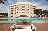 Tananto, Lido Azzurro, maggio 2013.Albergo Arasolis sul mare, località Lido Azzurro, Taranto