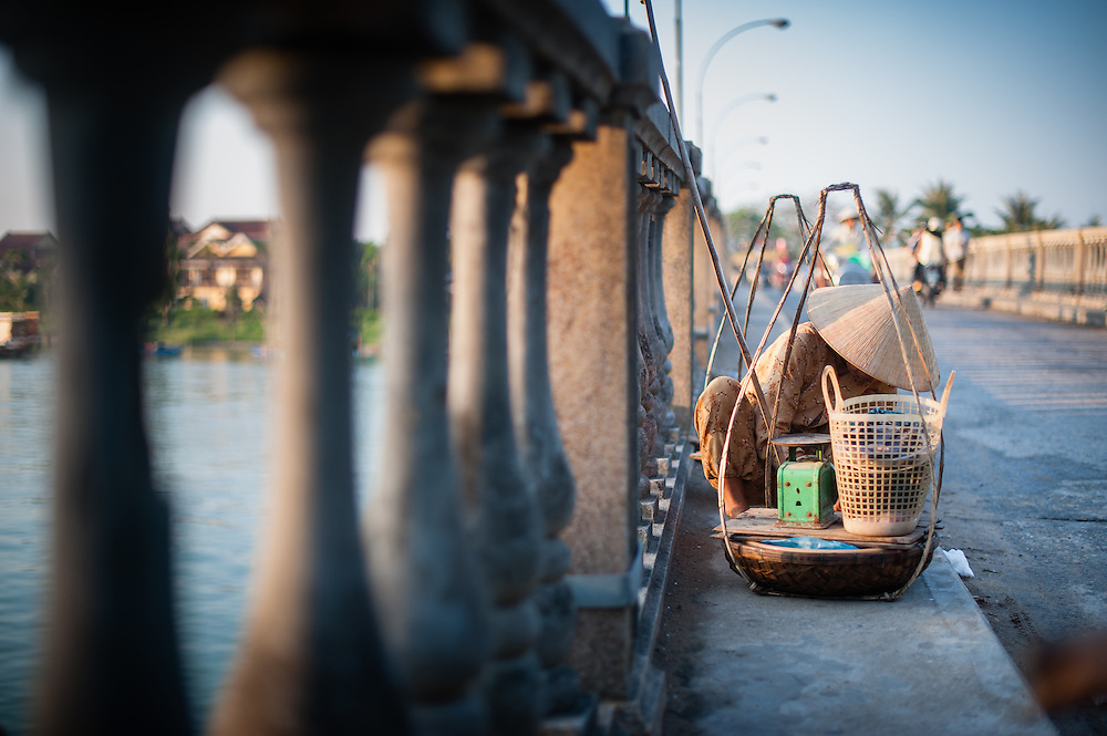 Street vendor on the bridge in Hoi An (Vientam)