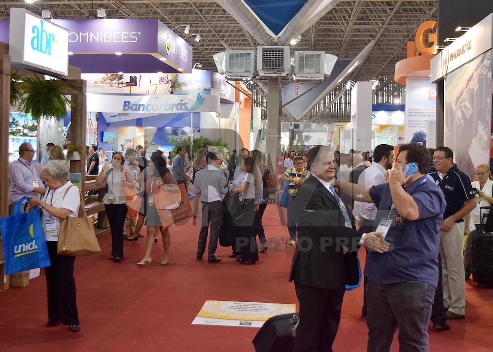 SÃO PAULO, SP, 24.09.2015 - FEIRA-TURISMO - Movimentação na 43ª Abav - Expo Internacional de Turismo no Anhembi região norte de São Paulo, nesta quinta-feira, 24. (Foto: Eduardo Carmim/Brazil Photo Press)