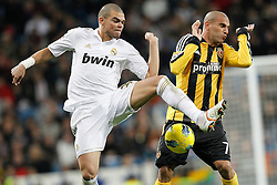 28.01.2012, Santiago Bernabeu Stadion, Madrid, ESP, Primera Division, Real Madrid vs Real Saragossa, 21. Spieltag, im Bild Real Madrid's Pepe and Zaragoza's Aranda // during the football match of spanish 'primera divison' league, 21th round, between Real Madrid and Real Saragossa at Santiago Bernabeu stadium, Madrid, Spain on 2012/01/28. EXPA Pictures © 2012, PhotoCredit: EXPA/ Alterphotos/ Cesar Cebolla..***** ATTENTION - OUT OF ESP and SUI *****
