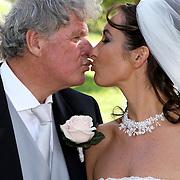 NLD/Laren/20070829 - Huwelijk Willibrord Frequin en Susanne Rastin, kussend