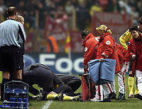 Fotball<br /> Champions League 2004/05<br /> Monaco v Liverpool<br /> 23. november 2004<br /> Foto: Digitalsport<br /> NORWAY ONLY<br /> Liverpool's injury problems go from bad to worse to catastrophic, as Josemi, already on the field for the injured Luis Garcia, himself needs to be stretchered from the field