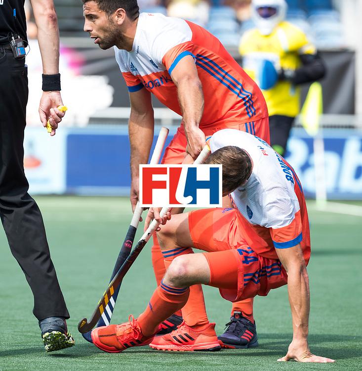 BREDA - Roel Bovendeert (Ned) met Valentin Verga (Ned)  tijdens Nederland- India (1-1) bij  de Hockey Champions Trophy.  COPYRIGHT KOEN SUYK