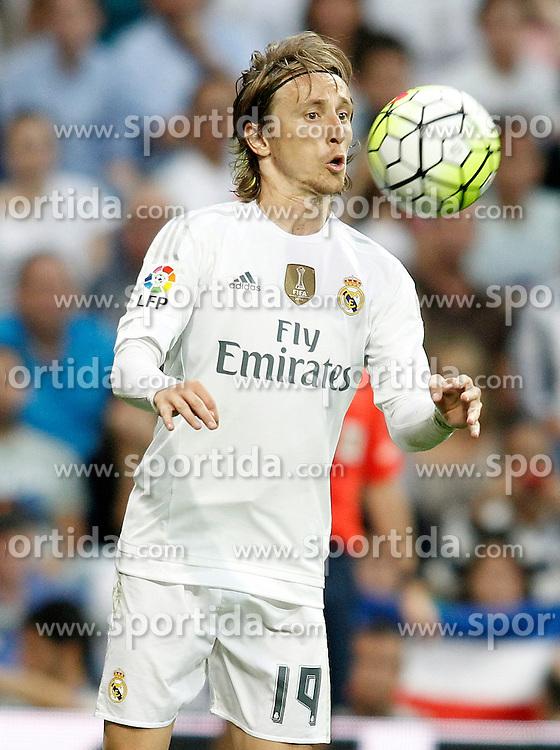 26.09.2015, Estadio Santiago Bernabeu, Madrid, ESP, Primera Division, Real Madrid vs Malaga CF, 6. Runde, im Bild Real Madrid's Luka Modric // during the Spanish Primera Division 6th round match between Real Madrid and Malaga CF at the Estadio Santiago Bernabeu in Madrid, Spain on 2015/09/26. EXPA Pictures &copy; 2015, PhotoCredit: EXPA/ Alterphotos/ Acero<br /> <br /> *****ATTENTION - OUT of ESP, SUI*****