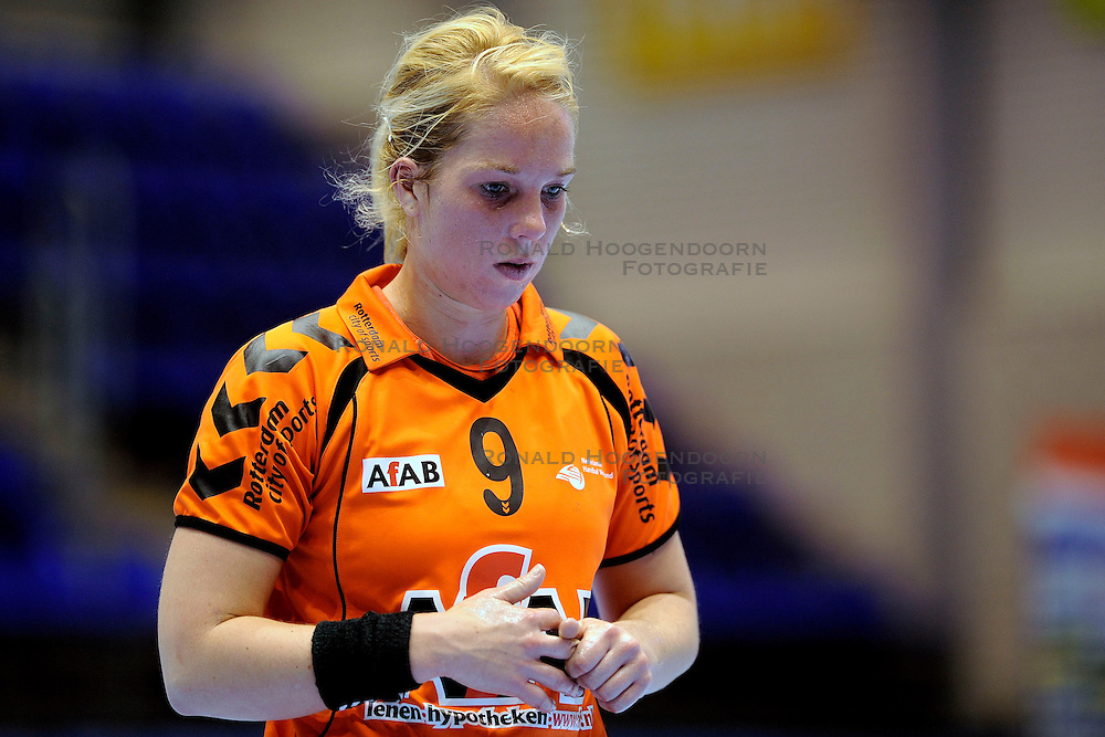 18-10-2009 HANDBAL: NEDERLAND - MACEDONIE: ROTTERDAM<br /> Nederland speelt met 20-20 gelijk tegen Macedonie / Marcella Deen<br /> &copy;2009-WWW.FOTOHOOGENDOORN.NL