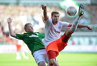 FUSSBALL   1. BUNDESLIGA  SAISON 2012/2013   6. Spieltag   SV Werder Bremen - FC Bayern Muenchen          29.09.2012 Kevin De Bruyne (li, SV Werder Bremen) gegen Holger Badstuber (re, FC Bayern Muenchen)