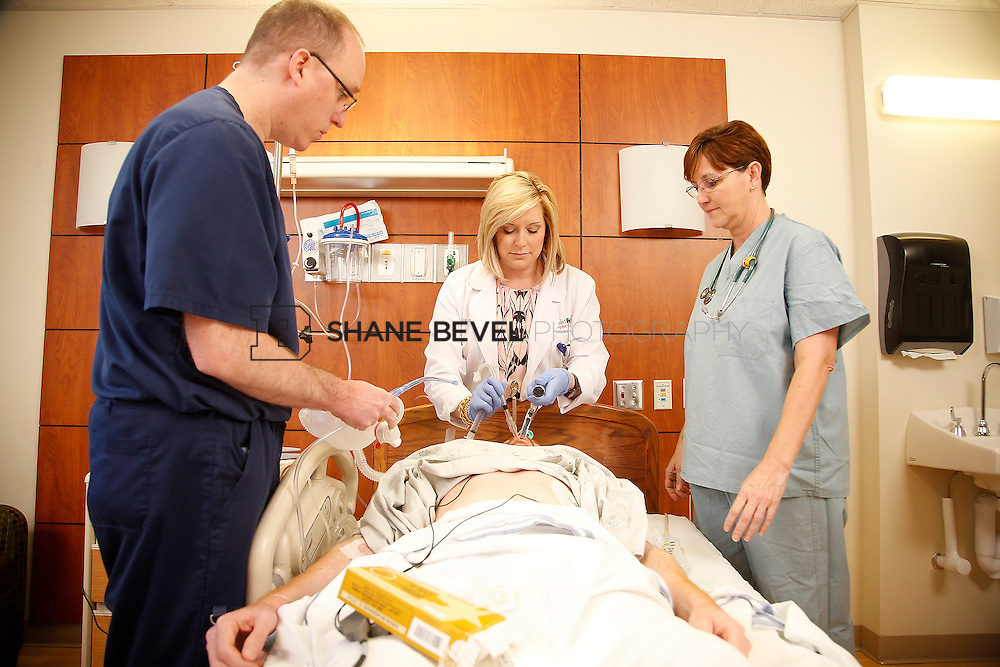 1/28/16 2:57:11 PM --  Stock photography of nurses and techs at Saint Francis Hospital South. <br /> <br /> Photo by Shane Bevel