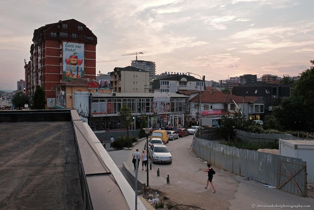 Impressionen und Strassenszenen aus der Stadt Pristina.