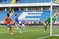 Treningskamp fotball 2014: Molde - Aalesund. Moldes keeper Ørjan Nyland redder Leke James' (t.v.) sin avslutning i treningskampen mellom Molde og Aalesund på Aker stadion. Moldes Vegard Forren i midten.