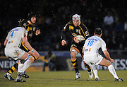 Wycombe, GREAT BRITAIN, Wasps' James HASKELL looks for the gap between Sales', left, Chris JONES  and right, Charlie HODGSON, during the Guinness Premiership game, London Wasps vs Sale Sharks 15.04.2008 [Mandatory Credit Peter Spurrier/Intersport Images]
