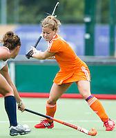EINDHOVEN - Sarah Jaspers,  zaterdag bij de oefenwedstrijd tussen het Nederlands team van Jong Oranje Dames en dat van de Vernigde Staten. Volgende week gaat het WK-21 in Duitsland van start. FOTO KOEN SUYK