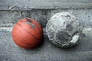 """Balones del equipo de baloncesto """"Los Samanes"""" del barrio Los Erasos en San Bernardino, Caracas. (ivan gonzalez)"""
