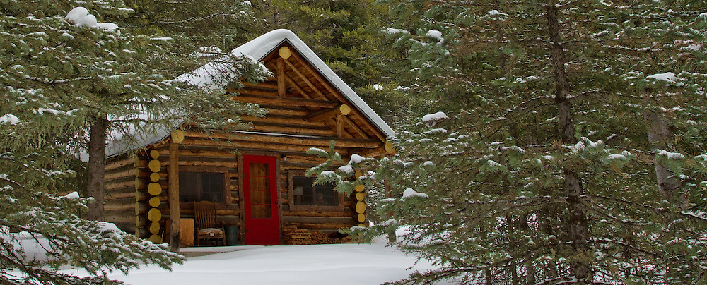 This handcrafted log cabin sits in a most idyllic setting, one mile from the northeast entrance to Yellowstone National Park.