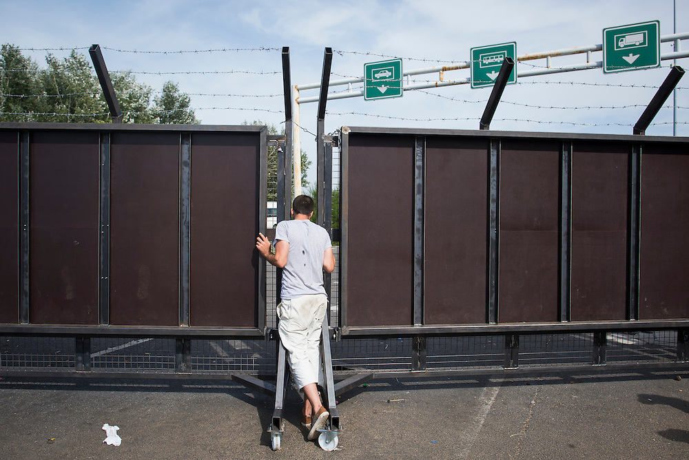 A migrant peers through the now-closed Hungarian border on the highway on September 17, 2015 in Horgos, Serbia.