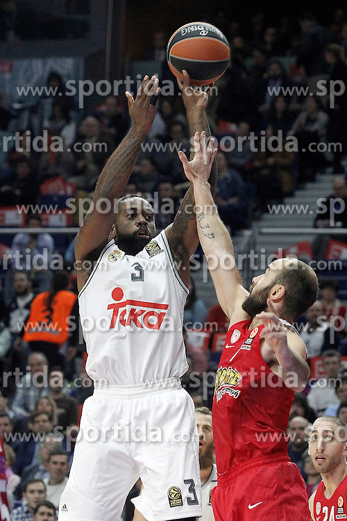 28.01.2016, Palacio de los Deportes, Madrid, ESP, FIBA, EL, Real Madrid vs Olympiacos PiraeusPlayoff, 5. Spiel, im Bild Real Madrid's K.C: Rivers (l) and Olympimpiacos Piraeus' Vassilis Spanoulis // during the 5th Playoff match of the Turkish Airlines Basketball Euroleague between Real Madrid and Olympiacos Piraeus at the Palacio de los Deportes in Madrid, Spain on 2016/01/28. EXPA Pictures &copy; 2016, PhotoCredit: EXPA/ Alterphotos/ Acero<br /> <br /> *****ATTENTION - OUT of ESP, SUI*****