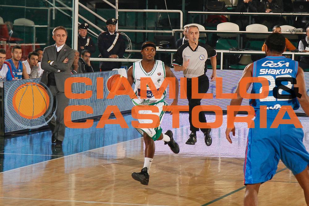 DESCRIZIONE : Avellino Lega A 2011-12 Sidigas Avellino Novipiu Casale Monferrato<br /> GIOCATORE : Marques Green<br /> SQUADRA : Sidigas Avellino <br /> EVENTO : Campionato Lega A 2011-2012<br /> GARA : Sidigas Avellino Novipiu Casale Monferrato<br /> DATA : 20/11/2011<br /> CATEGORIA : palleggio<br /> SPORT : Pallacanestro<br /> AUTORE : Agenzia Ciamillo-Castoria/A.De Lise<br /> Galleria : Lega Basket A 2011-2012<br /> Fotonotizia : Avellino Lega A 2011-12 Sidigas Avellino Novipiu Casale Monferrato<br /> Predefinita :