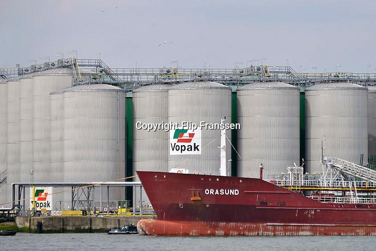 Nederland, the Netherlands, 12-5-2017Opslag van vloeistoffen bij VOPAK in de Rotterdamse haven, Botlek.Foto: Flip Franssen