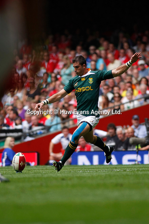 05.06.10 Wales v South Africa - Summer Test, Prince William Cup -<br />South Africa's Ruan Pineaar kicks a penalty.<br />&copy; Huw Evans Agency Ltd.