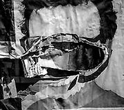 20151023 /Javier Calvelo/ URUGUAY/ MONTEVIDEO/ Un pentimento es una alteraci&oacute;n en un cuadro que manifiesta el cambio de idea del artista sobre aquello que estaba pintando. Se tratar&iacute;a de un t&eacute;rmino sin&oacute;nimo de arrepentimiento. Este trabajo documental hecho en las calles de las ciudades se basa en esa idea pero este arrepentimiento estaria dado por epaso del tiempo y la construccion de ese muro de afiches y pintadas que nunca acaba las diferentes capas se acumulan y van cambiando momento a momento. <br /> En la foto:  Proyecto Pentimento - Musica. Foto: Javier Calvelo