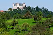Schloss Lichtenberg, Streuobstwiesen, Niedernhausen, Fischbachtal, Odenwald, Hessen, Deutschland   Castle Lichtenberg, Niedernhausen, Fischbachtal, Odenwald, Hesse, Germany
