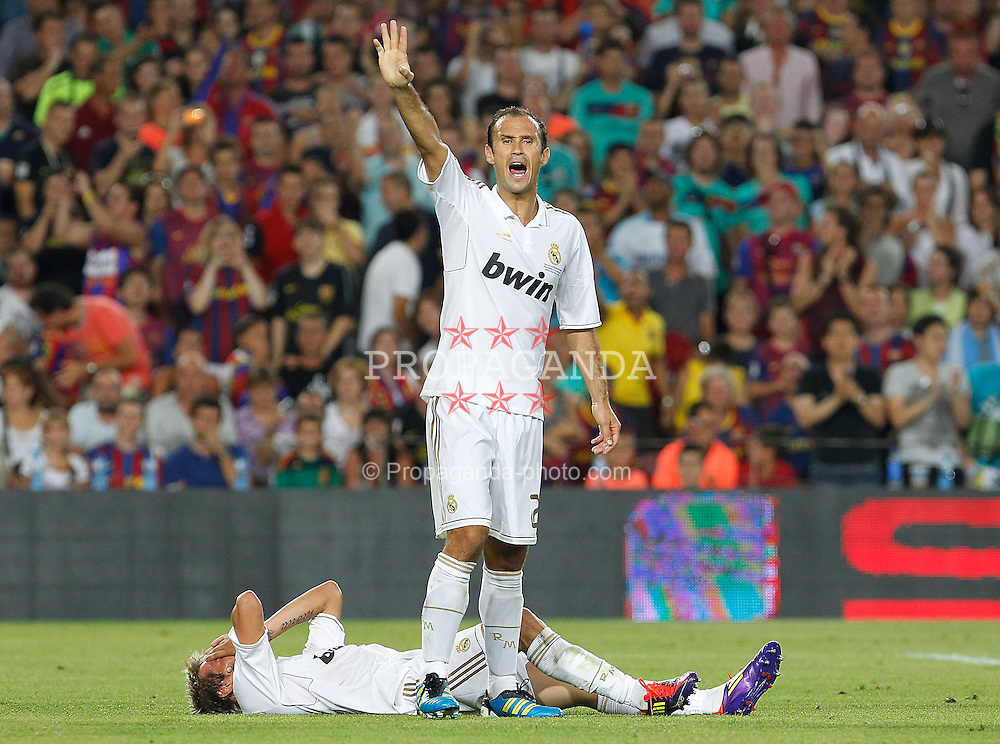 17.08.2011, Camp Nou, Barcelona, ESP, Supercup 2011, FC Barcelona vs Real Madrid, im Bild Real Madrid's Ricardo Carvalho (f) and Fabio Coentrao injured during Spanish Supercup 2nd match.August 17,2011. EXPA Pictures © 2011, PhotoCredit: EXPA/ Alterphotos/ Acero +++++ ATTENTION - OUT OF SPAIN / ESP +++++
