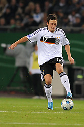 14.10.2009, HSH Nordbank Arena, Hamburg, GER, WM Qualifikation, Deutschland GER vs Finnland FIN , im Bild Einzelaktion Mesut Oezil (Özil GER #15), EXPA Pictures © 2009 for Austria, Italy and United Kingdom only, Photographer EXPA / NPH / Kokenge