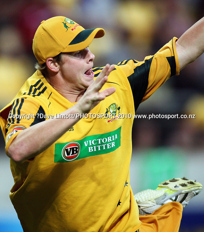 Australia's Steven Smith tries to prevent a boundary.<br /> 1st Twenty20 cricket match - New Zealand v Australia at Westpac Stadium, Wellington. Friday, 26 February 2010. Photo: Dave Lintott/PHOTOSPORT