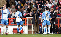 Photo: Leigh Quinnell.<br /> Nottingham Forest v Swindon Town. Coca Cola League 1. 25/02/2006. Swindon boss Iffy Onuora talks to his team.