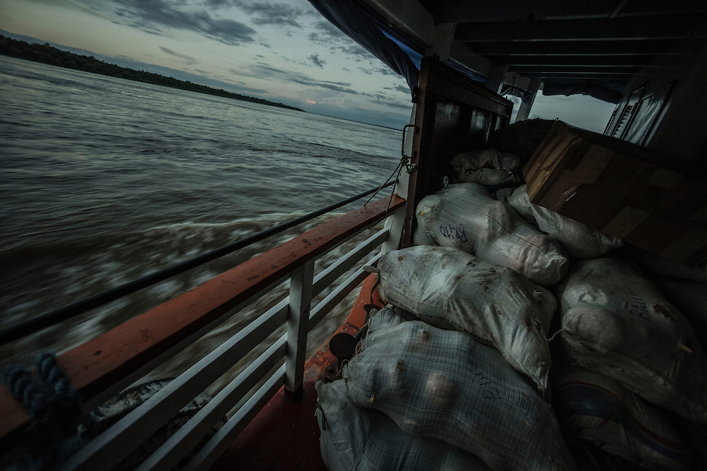 Brazil, Amazonas, rio Amazonas. Transport fluvial.