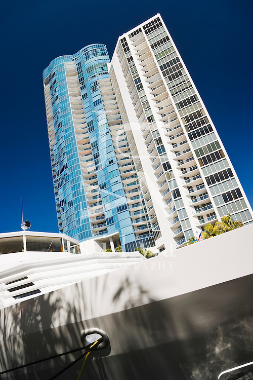 Appartment building and yatch, Fort Lauderdale River Front, FT. Lauderdale, FL, USA