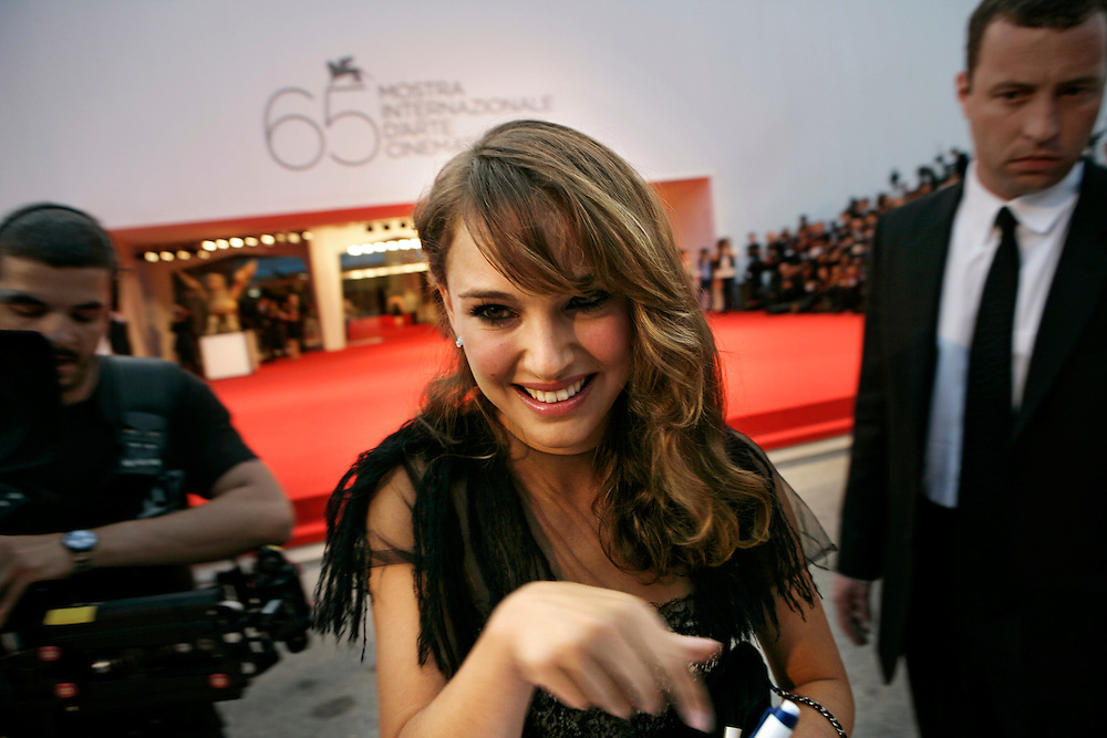 ©Stefano Meluni/Lapresse.01/09/2008 Venezia,Italia.Spettacolo.65 Mostra Internazionale d'Arte Cinematografica.Red carpet  del film 'Birdwatchers, la terra degli uomini rossi'.Nella foto: Natalie Portman..©Stefano Meluni/Lapresse.01/09/2008 Venice,Italy.Entertainment.65th Venice Internationl Cinema exhibition.Red carpet of the movie 'Birdwatchers, la terra degli uomini rossi'.In the picture: Natalie Portman
