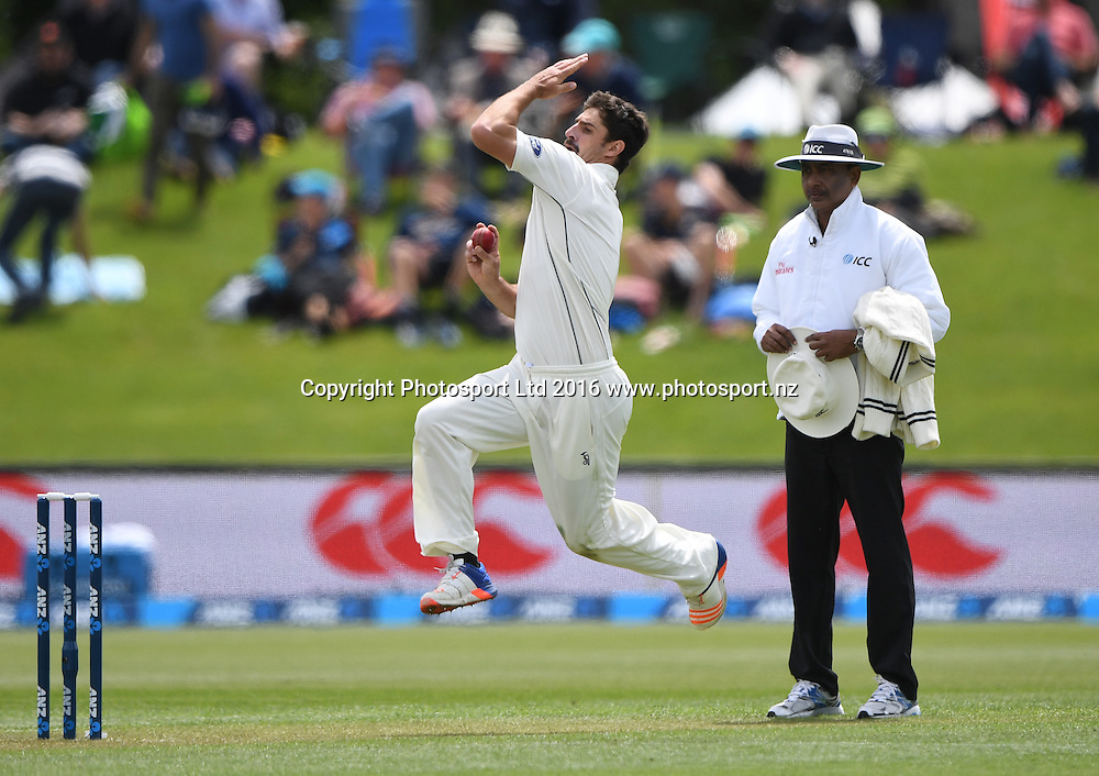 Colin de Grandhomme bowling. New Zealand Black Caps v Pakistan. Day 2, 1st test match. Friday 18 November 2016. Hagley Oval, Christchurch, New Zealand. © Copyright photo: Andrew Cornaga / www.photosport.nz