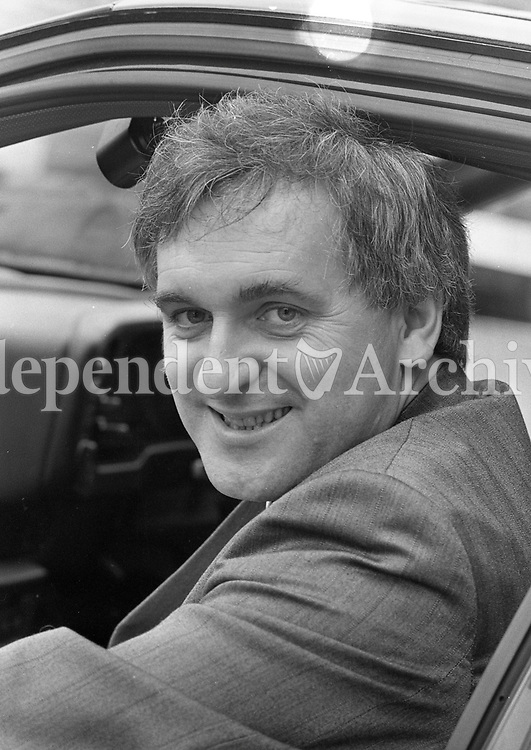 Minister of Labour, Bertie Ahern is pictured as he makes his way to a Cabinet Meeting in the Dail, 02/10/1989 (Part of the Independent Newspapers Ireland/NLI Collection).