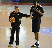 DESCRIZIONE : Roma Lega A 2011-2012 Presentazione Jarvis Varnado<br /> GIOCATORE : Jarvis Varnado Marco Calvani<br /> CATEGORIA : schema allenamento<br /> SQUADRA : Acea Roma<br /> EVENTO : Campionato Lega A 2011-2012<br /> GARA : Acea Roma<br /> DATA : 06/02/2012<br /> SPORT : Pallacanestro<br /> AUTORE : Agenzia Ciamillo-Castoria/GiulioCiamillo<br /> GALLERIA : Lega Basket A 2011-2012<br /> FOTONOTIZIA : Roma Lega A 2011-2012 Presentazione Jarvis Varnado<br /> PREDEFINITA :