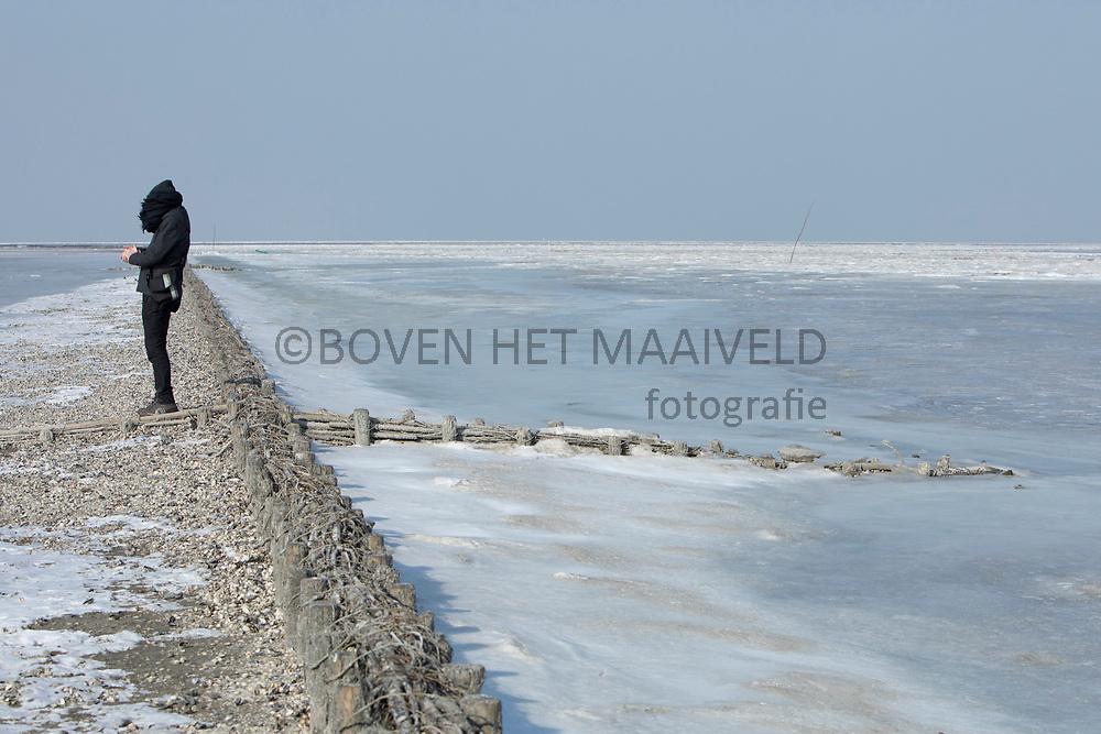 Noordpolderzijl (bij Usquert), aan de rand van een bevroren Waddenzee mer ijskoude wind